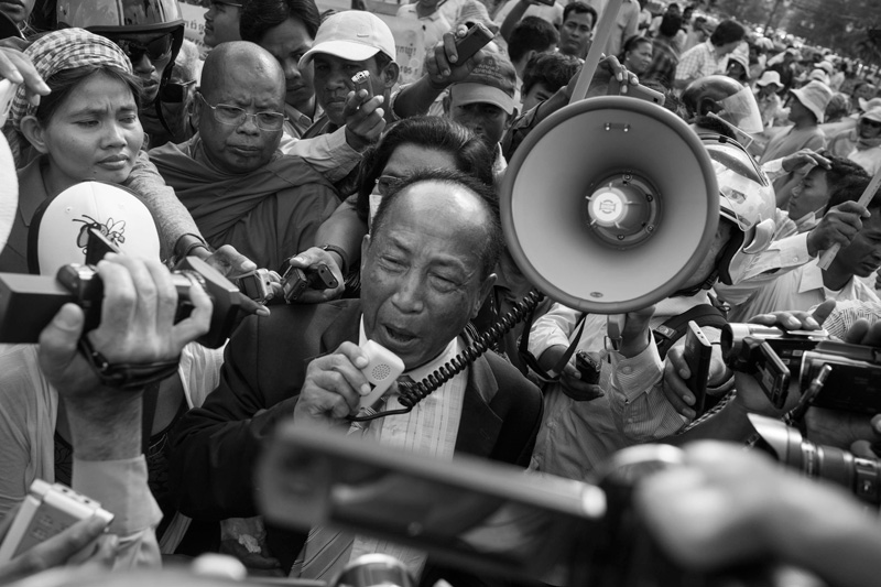 Independent radio station owner Mam Sonando speaks to his supporters during a protest near Wat Phnom on Monday. (John Vink)