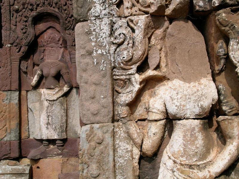 Sculptures defaced by looters at the Angkorian monument of Phnom Banan near Battambang City. (Tess Davis)