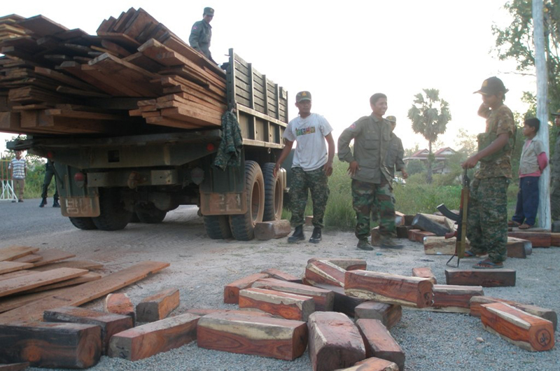 Soldiers surrender luxury rosewood they were attempting to smuggle through Siem Reap province in 2011. (Lay Vesna)