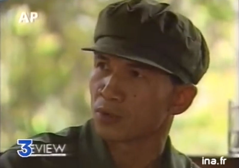 Tep Khunnal is interviewed by American journalist Nate Thayer in Anlong Veng in a segment aired on French television after the Khmer Rouge ousted Pol Pot in a show trial in July 1997. (France 3 Television)