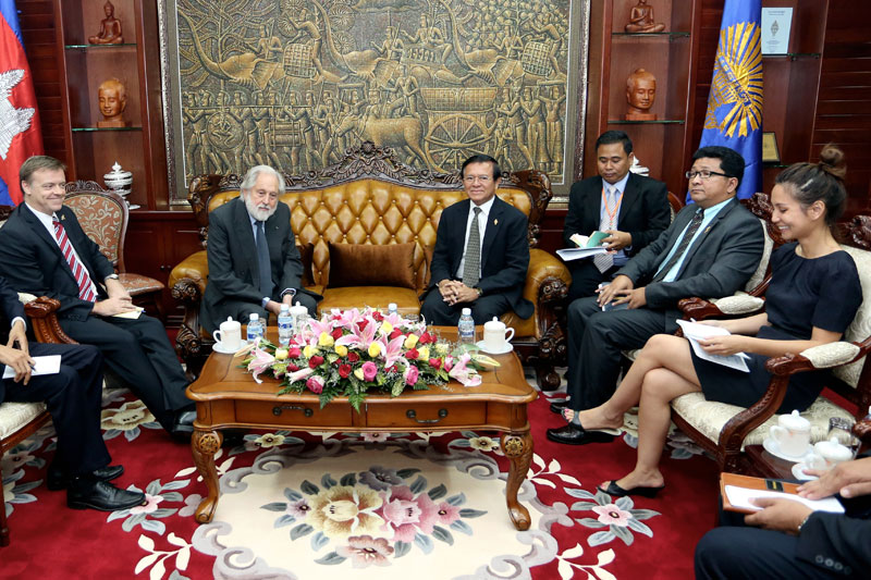U.K. trade envoy David Puttnam meets with a delegation from the opposition CNRP at the National Assembly on Tuesday. (Siv Channa/The Cambodia Daily)