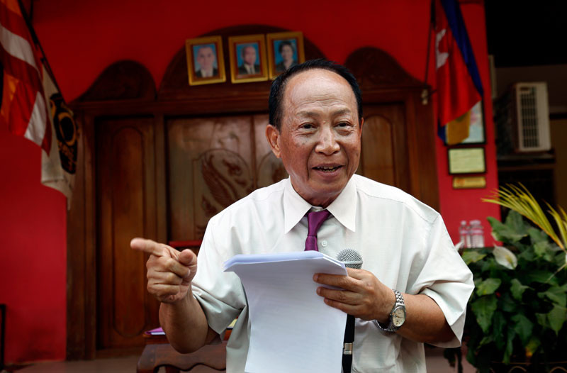 Beehive Radio owner Mam Sonando speaks at a press conference he called on Friday to defend his decision to dismiss two staff members. (Siv Channa/The Cambodia Daily)