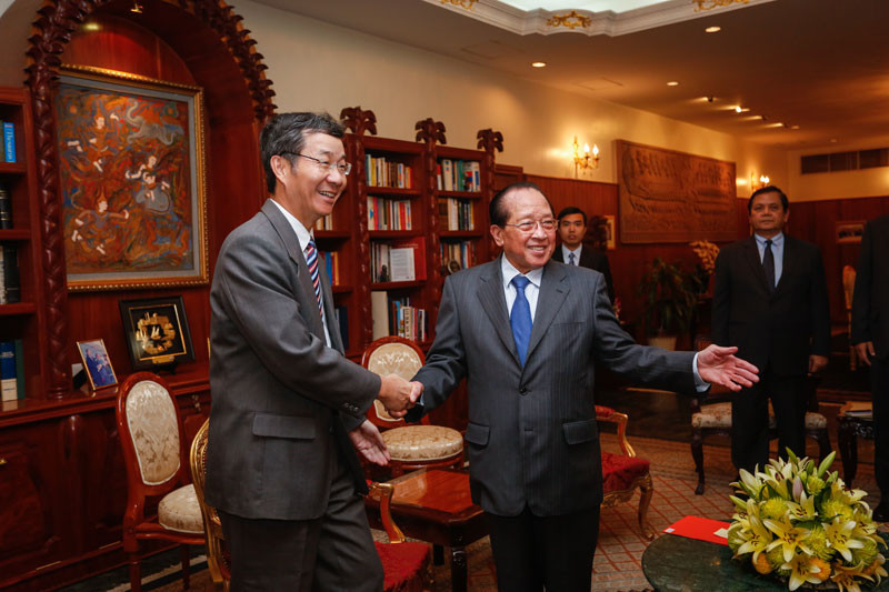 Former Foreign Affairs Minister Hor Namhong, right, meets with Sun Guoxiang, China's special rapporteur in charge of Asian affairs, in Phnom Penh in 2015. (Siv Channa/The Cambodia Daily)