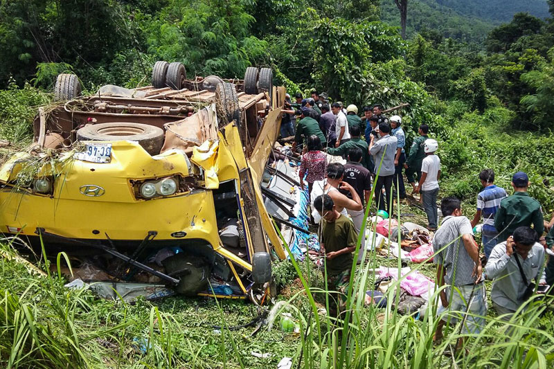 Police and locals inspect the scene of a bus crash in the Dangrek Mountains in Oddar Meanchey province, which left at least 16 passengers dead and 23 with serious injuries. (National Police Newspaper)