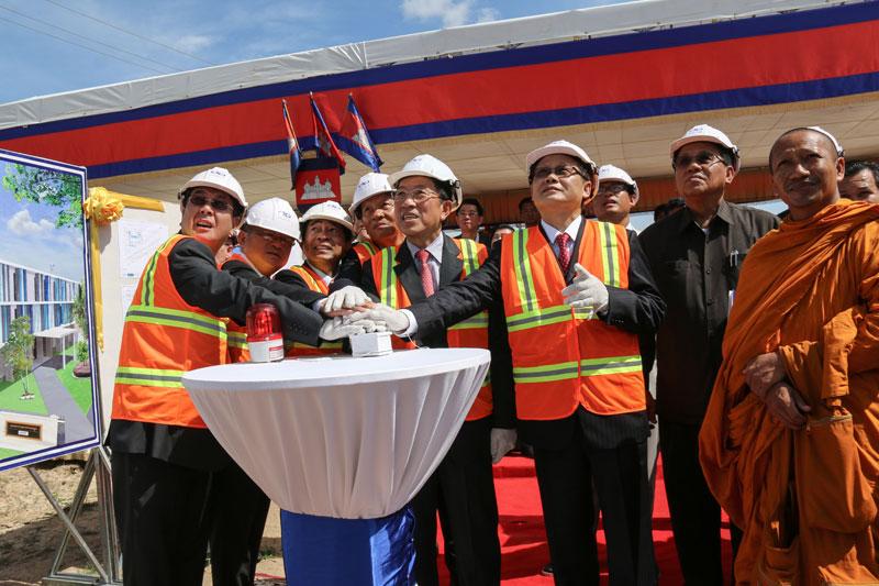 Dignitaries break ground on the $3.81 million Cambodian Garment Training Institute inside the Phnom Penh Special Economic Zone on Thursday. (Phnom Penh SEZ)