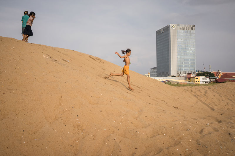 Ten-year-old Vannery runs down a sand dune in Boeng Kak on Tuesday. (Ben Woods/The Cambodia Daily)