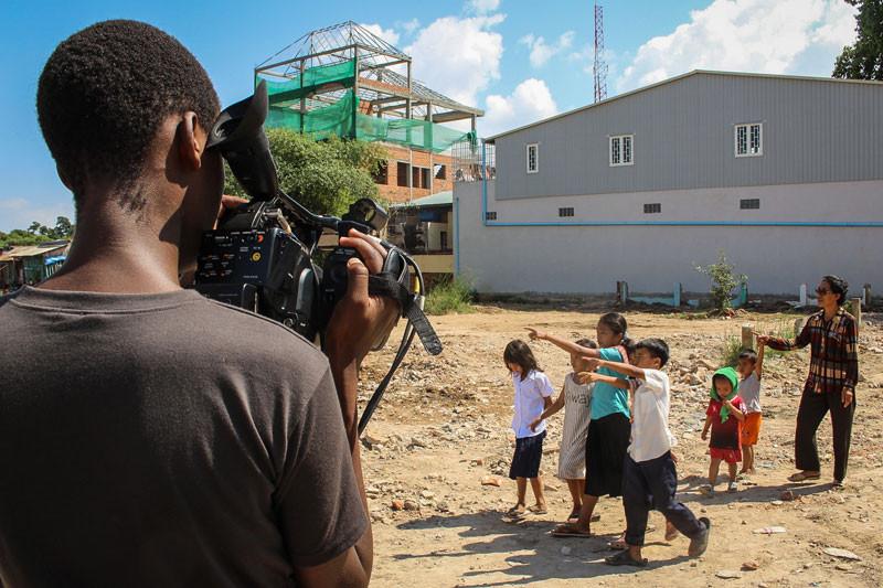 Filmmaking student Samuel Ishimwe shoots a documentary in Phnom Penh last week. (Megan Tribe/The Cambodia Daily)