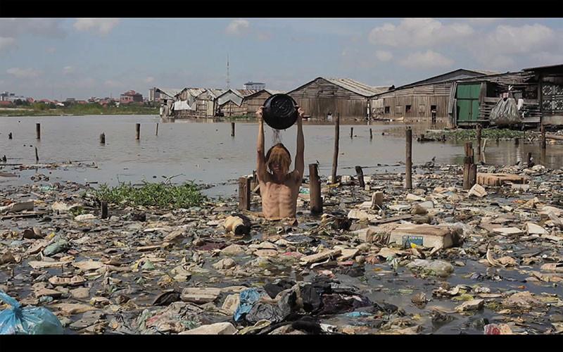 A still from Khvay Samnang's video 'Untitled' (Khvay Samnang, Sa Sa Bassac)