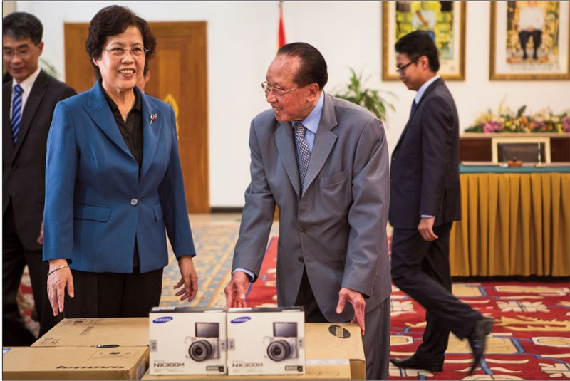 Chinese Ambassador Bu Jianguo, left, donates demining equipment during a ceremony at the Foreign Affairs Ministry on Thursday. (Olivia Harlow/The Cambodia Daily)