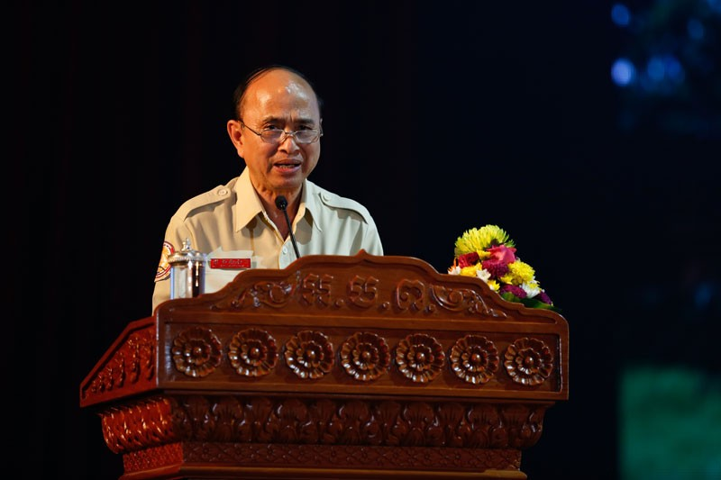 Anti-Corruption Unit chairman Om Yentieng speaks at Koh Pich Theater in Phnom Penh on Wednesday. (Siv Channa/The Cambodia Daily)