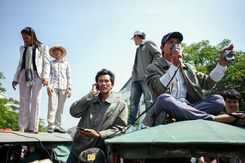 Yaing Sophorn, far left, stands on top of tuk-tuks along with other union officials while leading protests outside the Labor Ministry in Phnom Penh in December 2013. (Ben Woods/The Cambodia Daily)