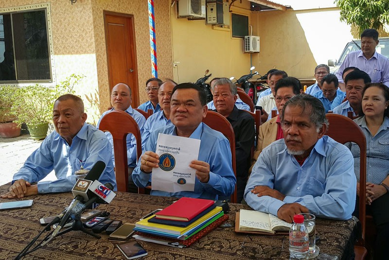 Nhek Bun Chhay announces the launch of his new party during a press conference at his home in Phnom Penh on Wednesday. (Vong Sopheap)
