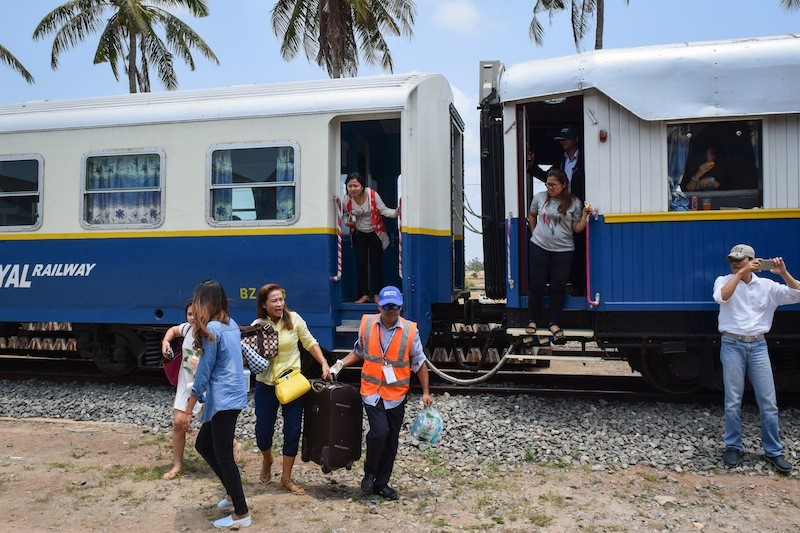 Passengers disembark from a Royal Railways train at the Kampot station on Saturday morning during the inaugural trip from Phnom Penh to Sihanoukville. (Peter Ford/The Cambodia Daily)