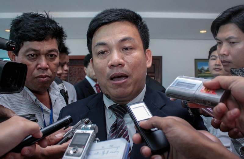 Koy Kuong speaks to the media in 2011. (Siv Channa/The Cambodia Daily)