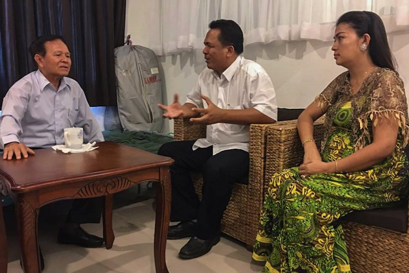 Deputy opposition leader Kem Sokha, left, meets with Kem Ley and his wife at the CNRP's Phnom Penh headquarters on June 3, in a photograph posted to opposition leader Sam Rainsy's Facebook page.