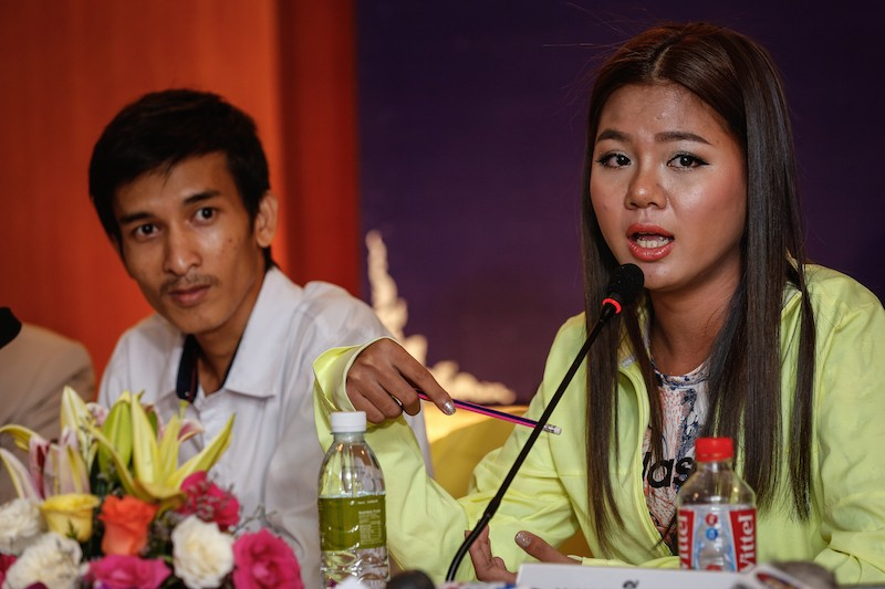 Thy Sovantha speaks at a news conference in May during which she announced a campaign demanding that deputy opposition leader Kem Sokha step down. (Siv Channa/The Cambodia Daily)