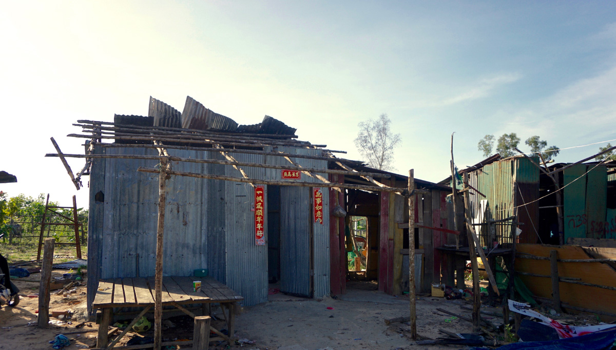 Abandoned houses on the hillside at the site of the Kbal Chhay land grab and evictions. (Aisha Down/The Cambodia Daily)