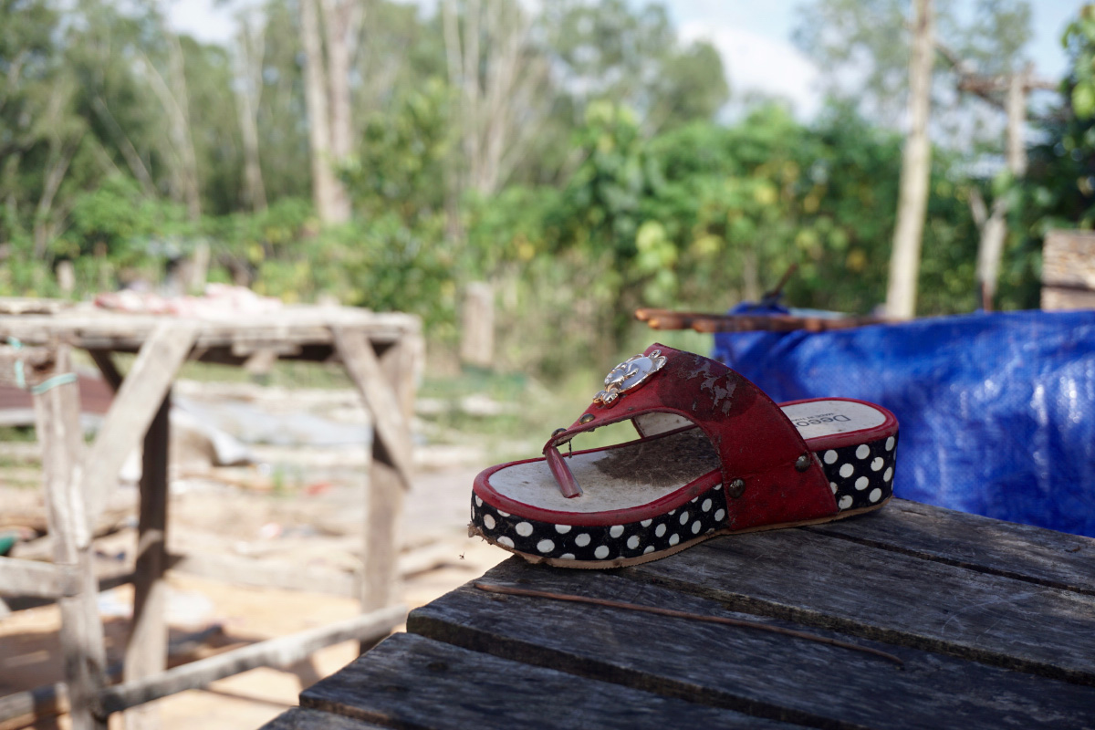An abandoned shoe at an evicted home. (Aisha Down/The Cambodia Daily)